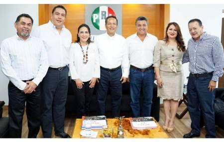Alberto Meléndez da posesión a nuevos secretarios al interior del PRI.jpg