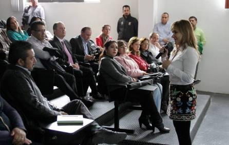 Asiste Sayonara Vargas a conferencia sobre 3