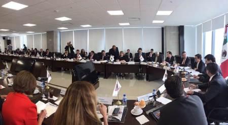Asiste titular de la Sedeco a Reunión de AMSDE; en ésta, el secretario de Economía recomendó a estados diversificarse