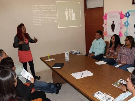 Capacitan a Funcionarios Municipales de Tizayuca en temas de equidad de género y Derechos Humanos.jpg