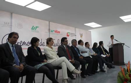 Entrega de títulos a egresados de TSU UTVAM y reconocimientos a estudiantes destacados2.jpg