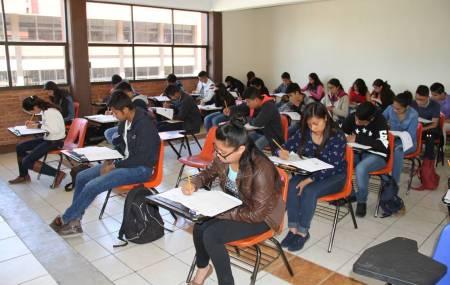 Estudiantes hidalguenses realizan examen para ingresar a la Educación Media Superior.jpg