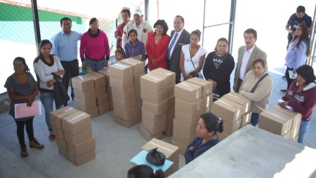 Municipio de Mineral de la Reforma entrega becas W-15 a alumnos de primaria .jpg