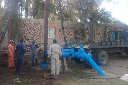 Problemas en una bomba, provoca desabasto de agua en 14 comunidad de San Salvador