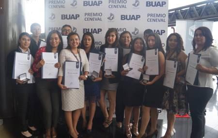 Reciben premio nacional de excelencia 21 alumnos de UAEH 1.jpg