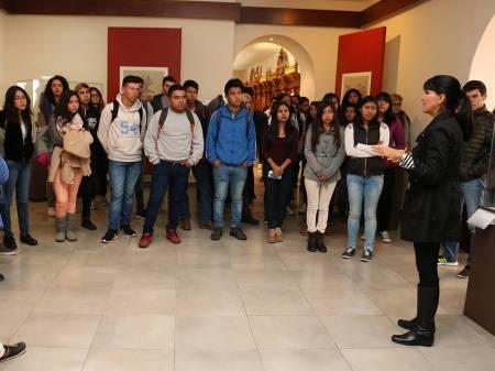Alumnos de nuevo ingreso conocen instalaciones históricas de UAEH1.jpg