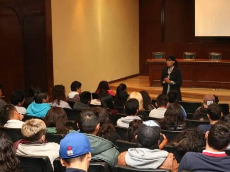 Alumnos de nuevo ingreso conocen instalaciones históricas de UAEH2.jpg