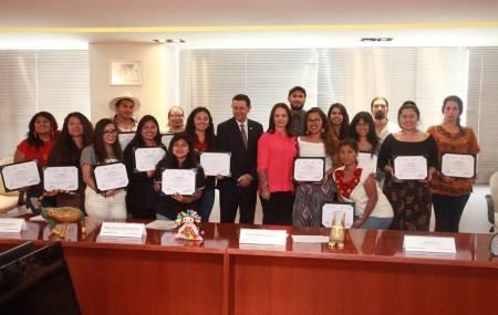 """CDI entrega constancias a jóvenes universitarios participantes en """"El Sueño Mexicano"""".jpg"""