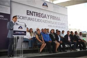 Certeza jurídica para 103 familias, con entrega y firma de escrituras del ejido de Azoyatla, en Mineral de la Reforma