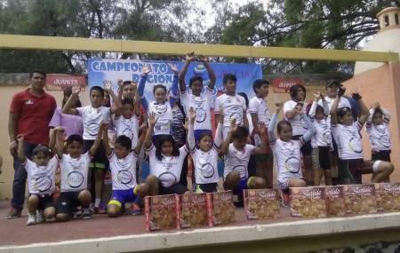 Ciclistas ruedan en el Campeonato Regional Zona Centro infantil y juvenil .jpg