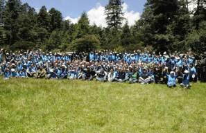 Decenas de familias participaron en la siembra de más de mil 800 árboles de Oyamel en el Parque Nacional El Chico