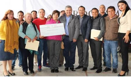 Entregan en 12 municipios de Hidalgo recursos públicos a través de 3x1 para migrantes2