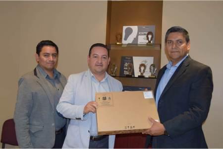 IEEH recibe premio; le entregan equipo de cómputo con el Proyecto PREP