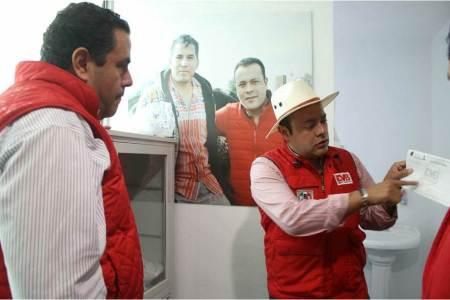 Leoncio Pineda Godos, presidente del CDE PRI reconoce la labor en Casa de Atención de EVB