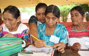 Mujeres interesadas por alfabertizarse a través de Círculos de Estudio del modelo indigena del IHEA1