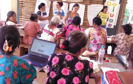 Mujeres interesadas por alfabertizarse a través de Círculos de Estudio del modelo indigena del IHEA4