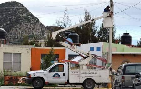 Municipio de Mineral de la Reforma rehabilita alumbrado de boulevares y al interior de colonias  2.jpg