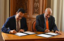 Omar Fayad Meneses firma acuerdo con la OCDE para consolidar el desarrollo económico del estado1