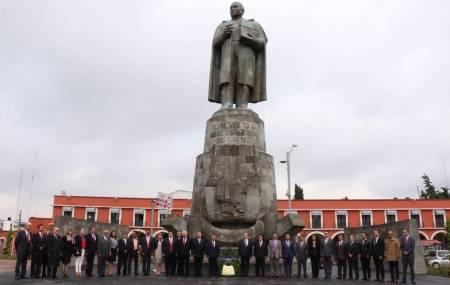 Realizan Guardia de Honor frente al monumento a Benito Juárez por del Día del Abogado2.jpg
