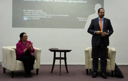 Recibe personal de UAEH conferencia del Grupo Banorte1.jpg