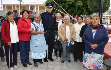 Seguridad Pública de Hidalgo acerca actividades a ciudadanos de Tlaxiaca2.jpg
