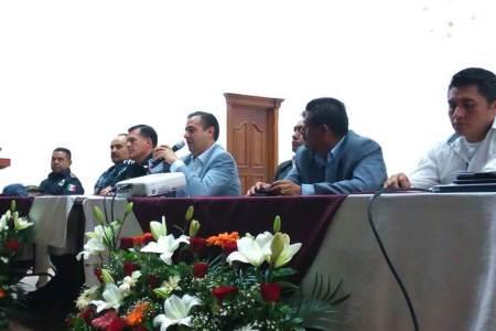 Capacitan autoridades de los tres niveles a delegados de comunidades en Ixmiquilpan