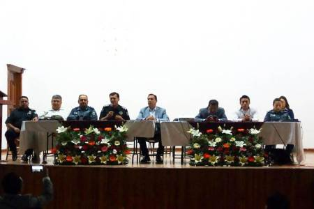Capacitan autoridades de los tres niveles a delegados de comunidades en Ixmiquilpan2