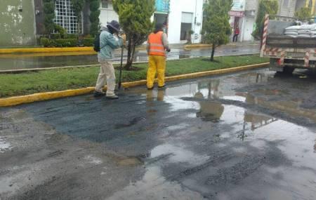 Continúan trabajos de bacheo en las diferentes vialidades de Pachuca.jpg