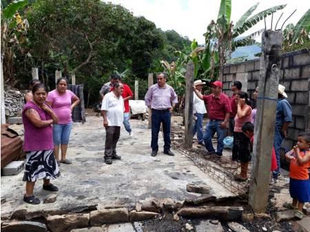 CSH entrega apoyo a familia de escasos recursos en Pisaflores