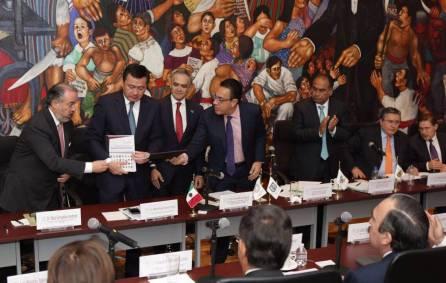 El gobernador Omar Fayad entrega a nombre de la CONAGO la propuesta de reformas al sistema de justicia penal1