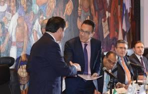 El gobernador Omar Fayad entrega a nombre de la CONAGO la propuesta de reformas al sistema de justicia penal3