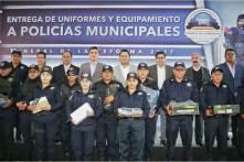 Entrega Raúl Camacho Baños, uniformes y equipamiento a policías municipales4