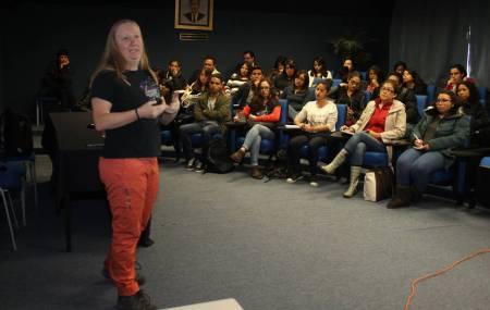 Especialista reivindica en ICSHu la perspectiva de género en la ciencia 2.jpg