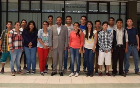 Estudiantes con discapacidad auditiva realizan propedéutico en la UTVM1