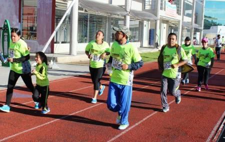 Médicos veterinarios celebran su día con carrera atlética2.jpg