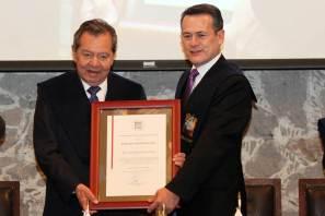 Otorga UAEH beca académica a Porfirio Muñoz Ledo