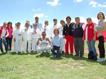 Presidenta del DIF Tizayuca reconoce a adultos mayores por su participación en los Primeros Juegos Estatales Deportivos, Culturales y Tradicionales2