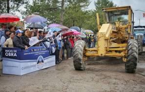 Raúl Camacho encabeza banderazo del inicio de la obra de pavimentación 1