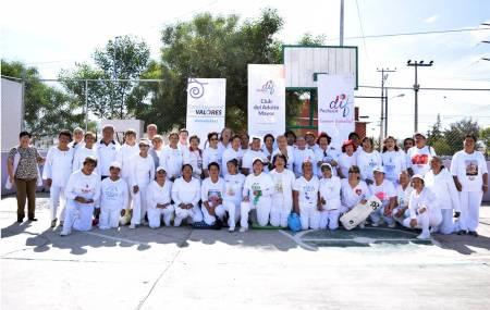Realizan en Pachuca mega clase de yoga por Mes del Adulto Mayor.jpg