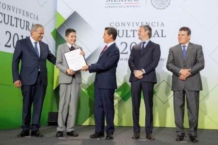 Recibe el Presidente de la República en Los Pinos a niños hidalguenses