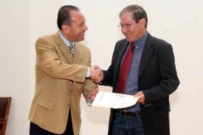 Recibe ICSHu a poeta portugués Nuno Júdice