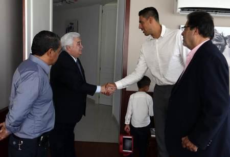 Reconoce Gustavo Ayón apoyo de la UAEH al deporte