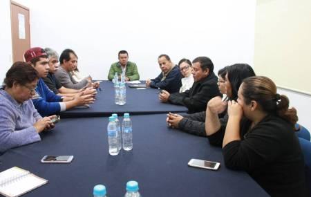 Se reúnen secretarios municipales de Mineral de la Reforma con vecinos del Fracc Tuzos 2