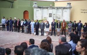 Devela Raúl Camacho placa conmemorativa al 196 Aniversario de la Consumación de Independencia 1
