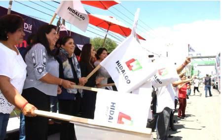 DIF Hidalgo realiza banderazo de salida a camiones que transportan toneladas de ayuda  .jpg
