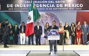 Encabeza Raúl Camacho Baños tradicional Grito de Independencia 1