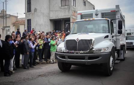 Entrega Raúl Camacho dos camiones recolectores para Mineral de la Reforma 3