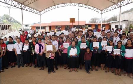 Mujeres concluyen nivel de alfabetización del Modelo Indígena Bilingüe en la localidad de Chimalapa