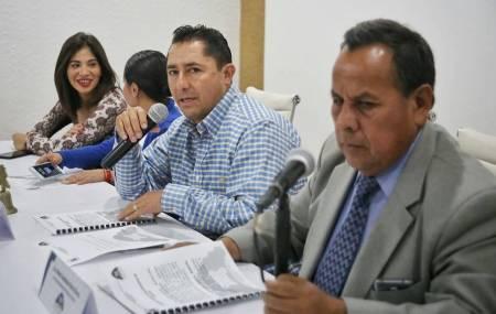 Raúl Camacho toma protesta a regidor suplente en Mineral de la Reforma1