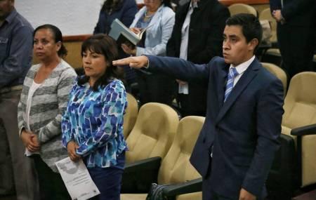 Raúl Camacho toma protesta a regidor suplente en Mineral de la Reforma2.jpg